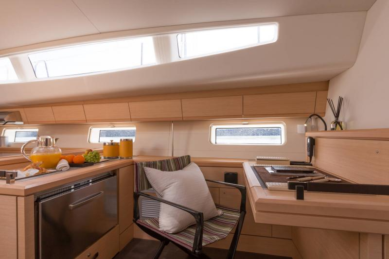 Jeanneau 64 Interior Views 17