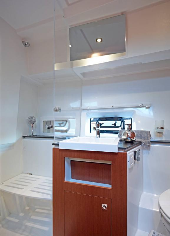 Velasco 37F │ Velasco of 11m │ Boat Inboard Jeanneau Shower room 14873