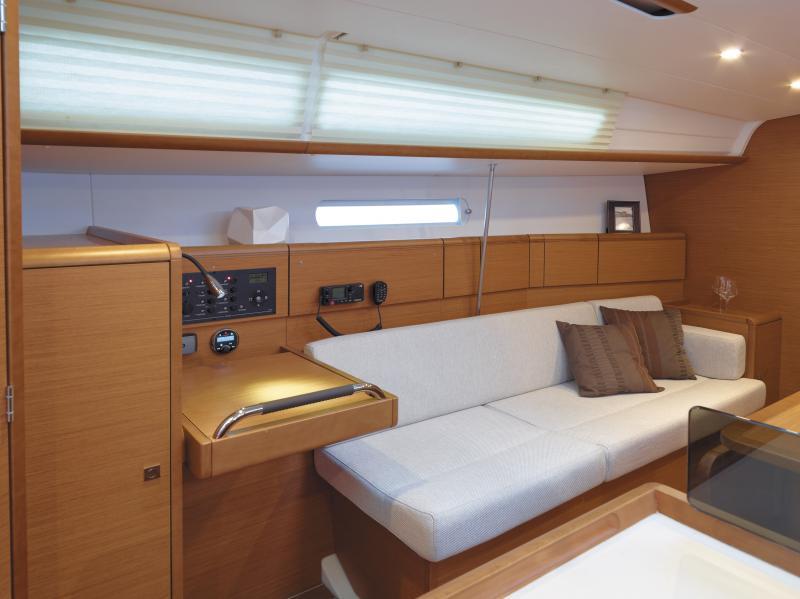 Sun Odyssey 379 │ Sun Odyssey of 11m │ Boat Sailboat Jeanneau  8334
