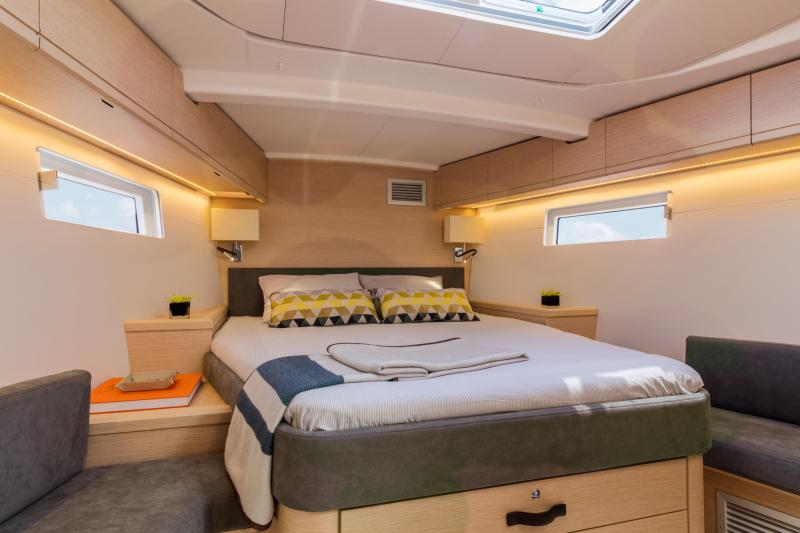 Jeanneau 51 Interior Views 4