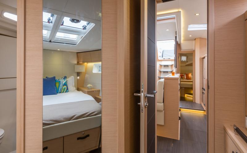 Jeanneau 54 Interior Views 17