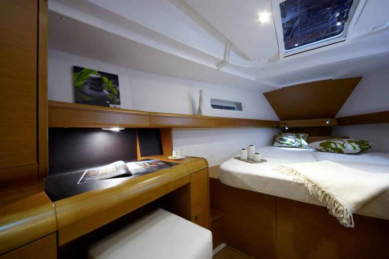 Sun Odyssey 449 Interior Views 28