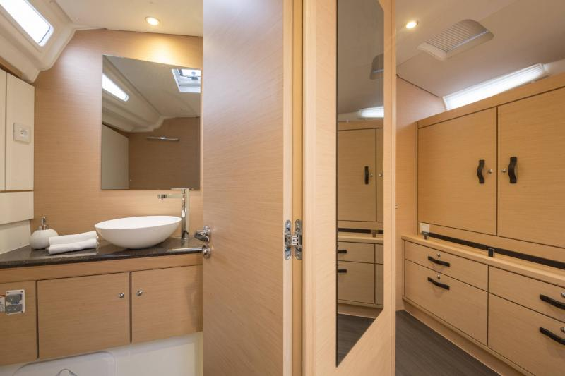 Jeanneau 54 Interior Views 7