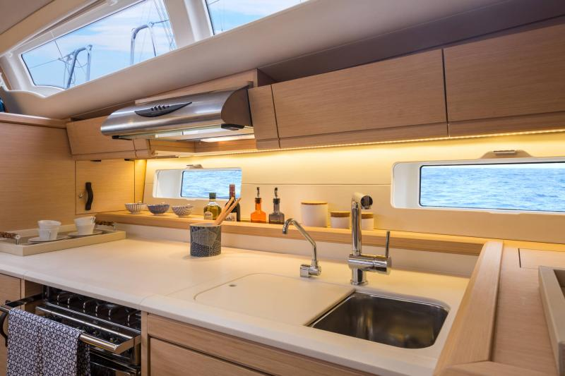 Jeanneau 54 Interior Views 12
