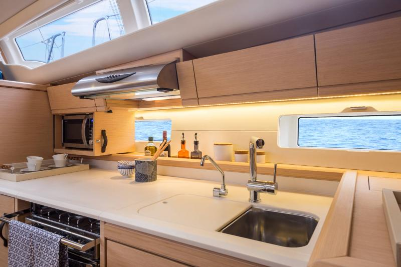 Jeanneau 54 Interior Views 11