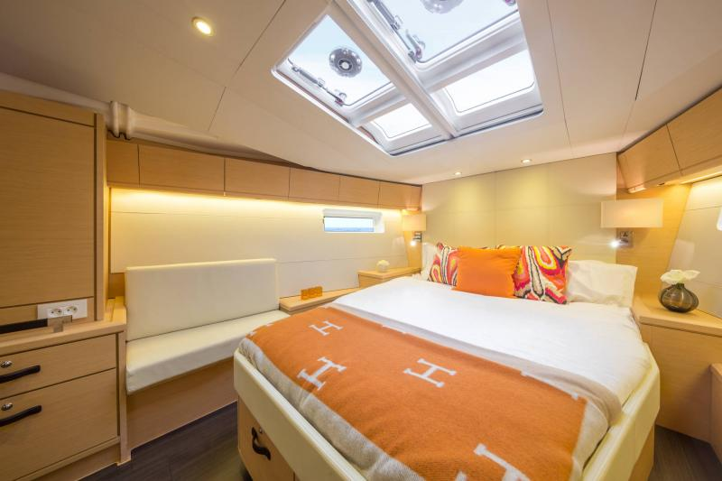 Jeanneau 54 Interior Views 10