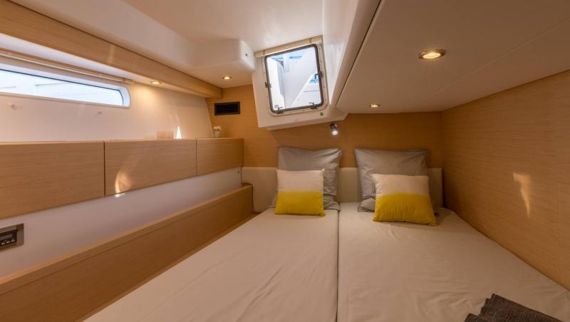 Jeanneau 58 Interior Views 9