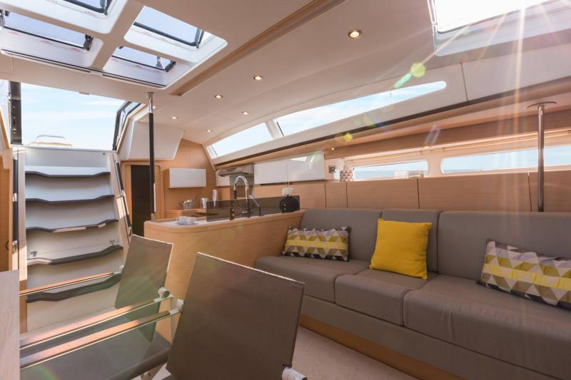 Jeanneau 58 Interior Views 10