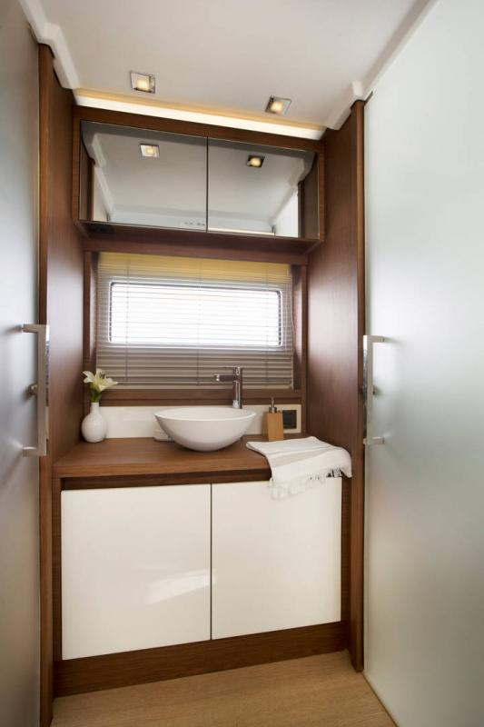 Leader 46 │ Leader of 14m │ Boat Entrobordo Jeanneau Shower room 14470