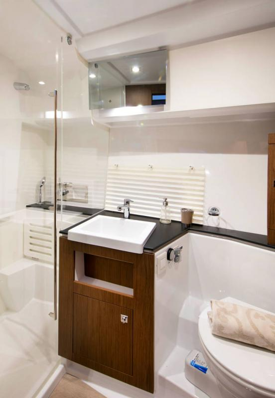 Velasco 37F │ Velasco of 11m │ Boat Inboard Jeanneau Shower room 14868