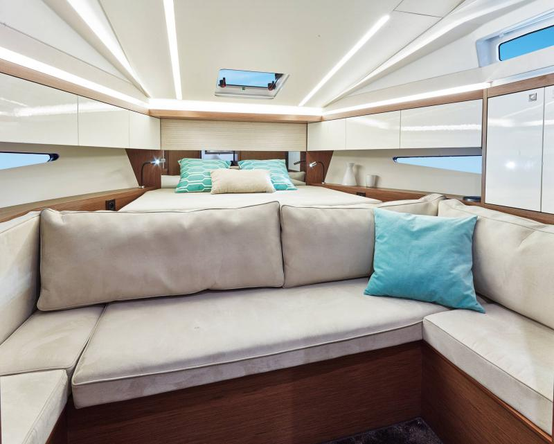 Leader 33 │ Leader of 11m │ Boat Intra-borda Jeanneau Owner Cabin 14281