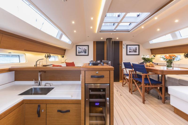 Jeanneau 64 Interior Views 11