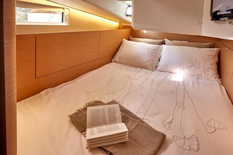 Sun Odyssey 410 │ Sun Odyssey Walk-Around of 12m │ Boat Sailboat Jeanneau Guest cabin 12365
