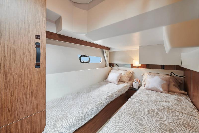 NC 38 Fly │ NC of 11m │ Boat Intra-borda Jeanneau  15073