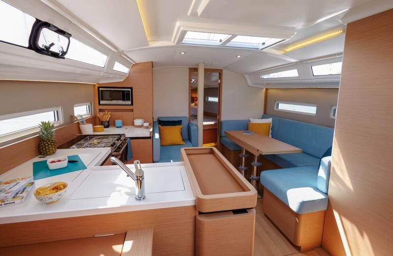 Sun Odyssey 410 │ Sun Odyssey Walk-Around of 12m │ Boat Sailboat Jeanneau Saloon 14119
