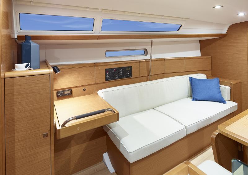 Sun Odyssey 389 Vistas del interior 2