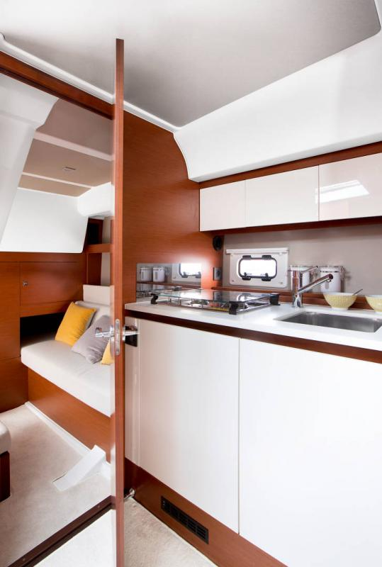 Leader 36 │ Leader of 12m │ Boat powerboat Jeanneau Cuisine galley 18375