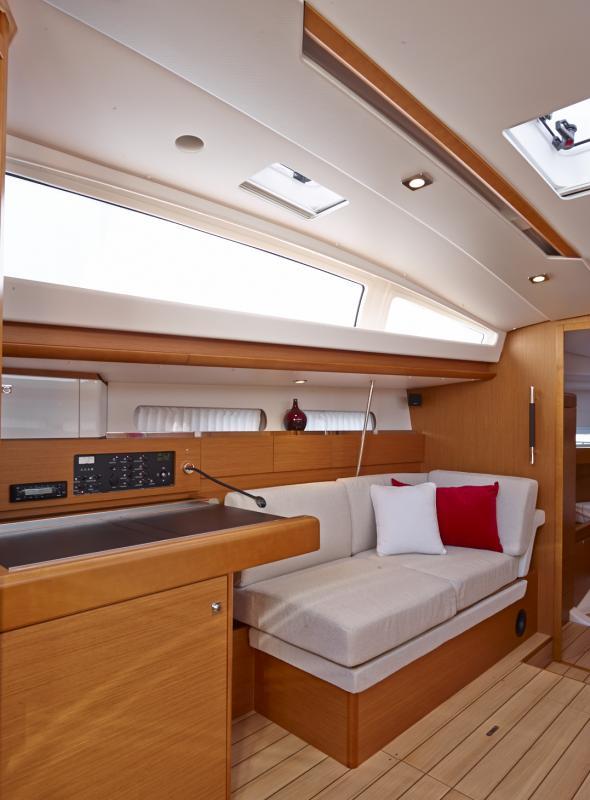 Sun Odyssey 44 DS Vistas del interior 3