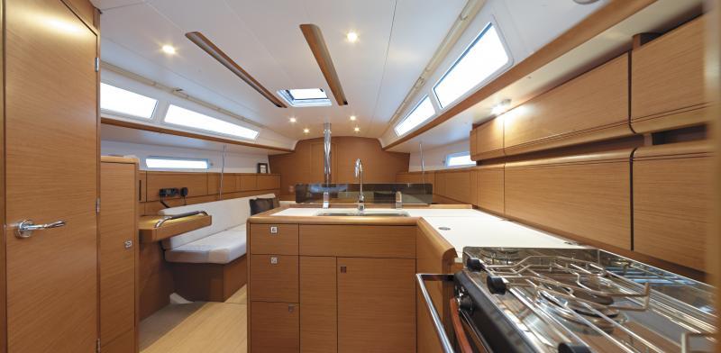 Sun Odyssey 389 Vistas del interior 6