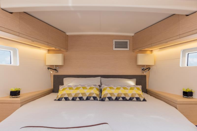 Jeanneau 51 Interior Views 8