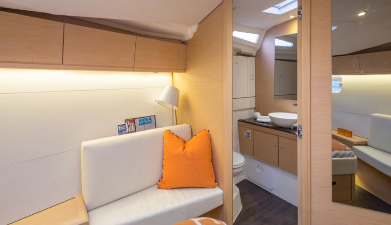 Jeanneau 54 Interior Views 33