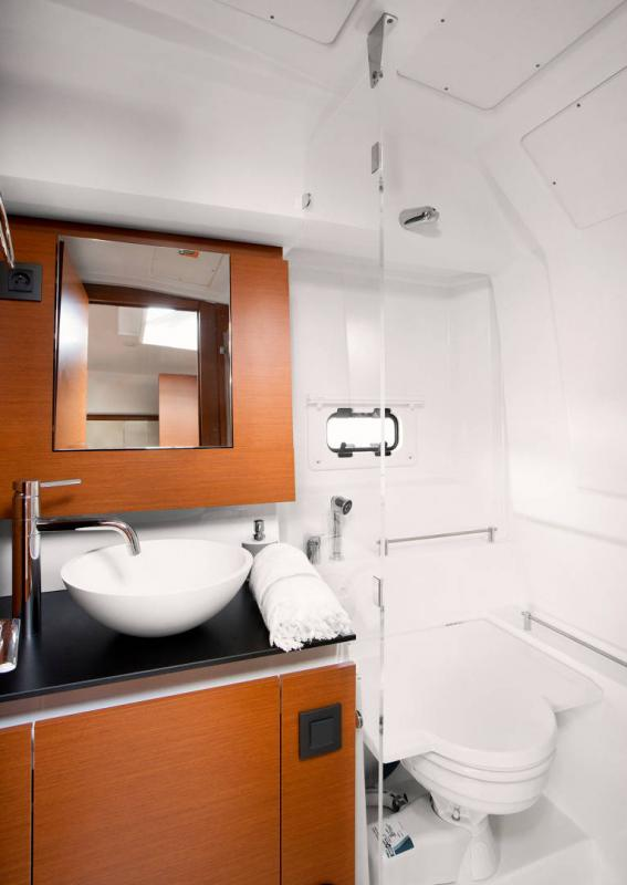 Leader 36 │ Leader of 12m │ Boat powerboat Jeanneau Shower room 18377