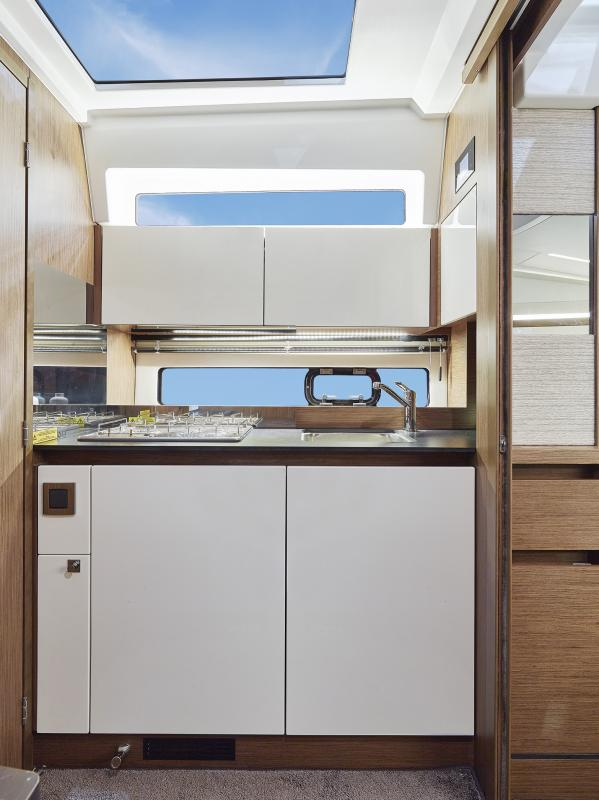 Leader 33 OB │ Leader of 11m │ Boat Inboard Jeanneau The galley includes  fridge and sink 4488