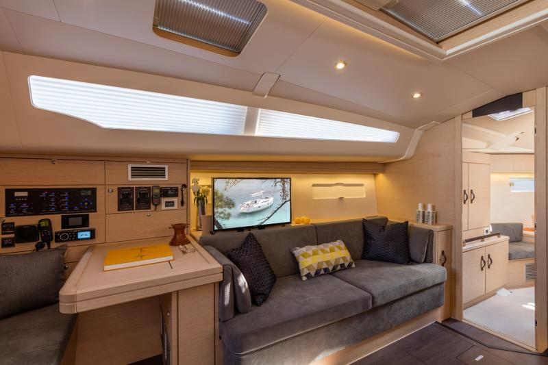 Jeanneau 51 Interior Views 11