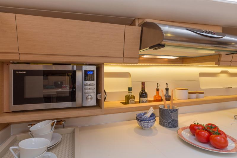 Jeanneau 54 Interior Views 19