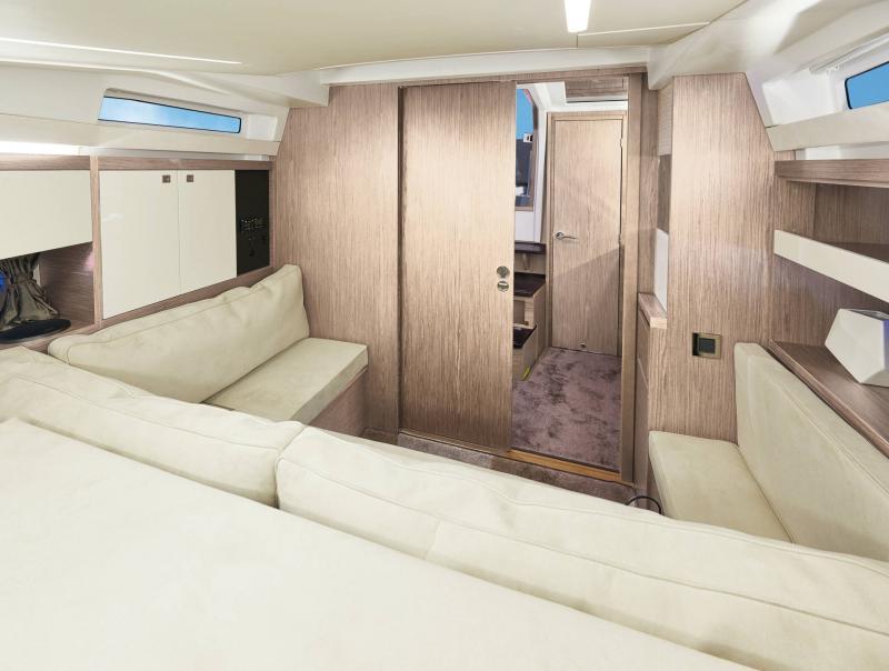Leader 33 │ Leader of 11m │ Boat Inboard Jeanneau  18333