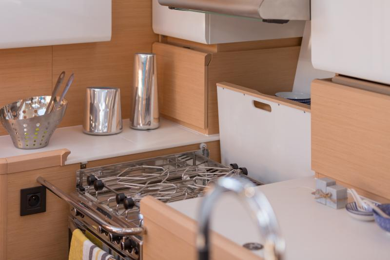 Jeanneau 58 Interior Views 14